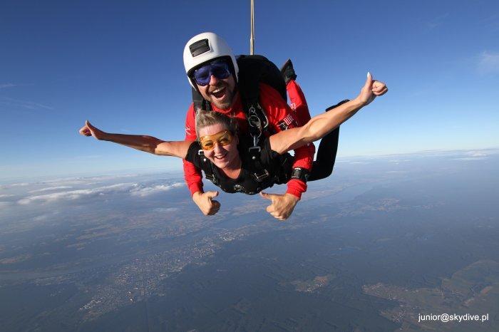 Skok spadochronowy bez szkolenia? To możliwe!