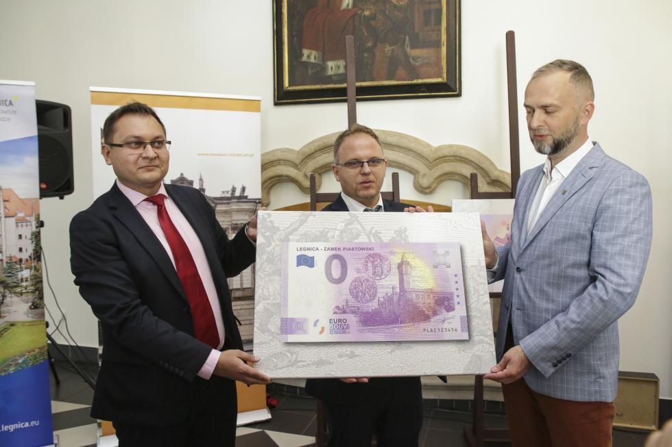 Zamek Piastowski zflorenem na wyjątkowym banknocie 0 Euro poświeconym Legnicy