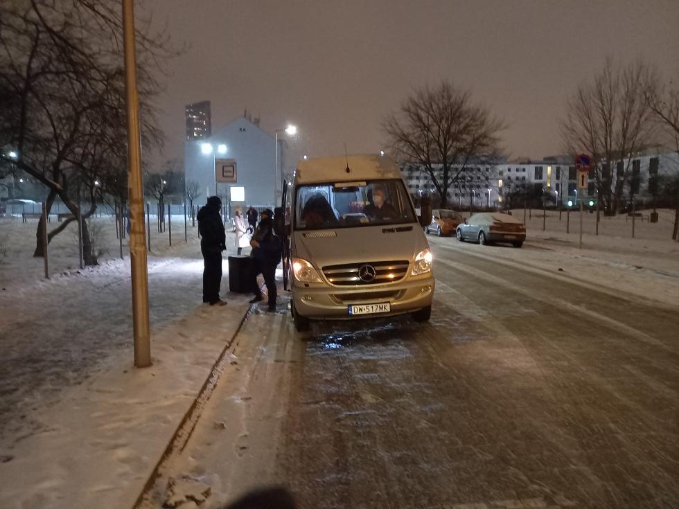 Ciepły posiłek może uratować życie. Streetbus pomaga na ulicach Wrocławia - zobacz trasę