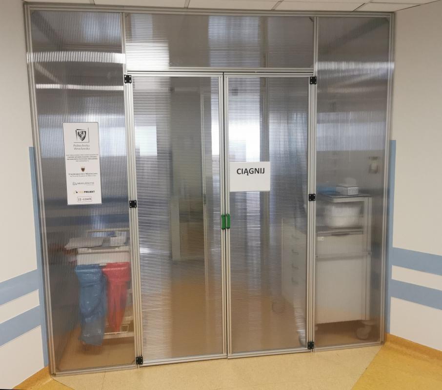 Ochronne śluzy zPWr wszpitalach wLegnicy iWrocławiu